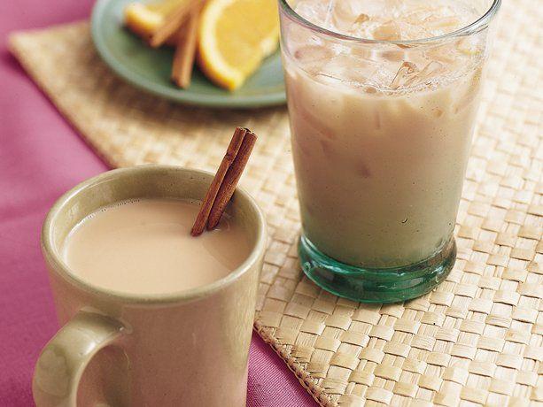Vanilla ChaiAlmond Milk, Vanilla Chai, Fall Drinks, Hot Food, Detox Drinks, Black Teas, Savory Recipe, Chai Heat, Homemade Vanilla