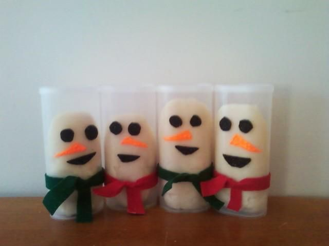 Play Dough Snowmen! this pinner decorated empty Crystal Light containers with felt for the eyes, mouth and scarfs and used puffy paint for the nose. Then I put in home made non-colored play dough, I added glitter to the play dough so it looked more like snow!