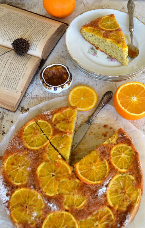 Ho appena sfornato una torta del color del sole del mattino. Chi vuole una fetta? Ecco il link con la ricetta http://www.lafigurina.com/2015/11/torta-di-arance-e-semi-di-papavero-senza-lattosio/