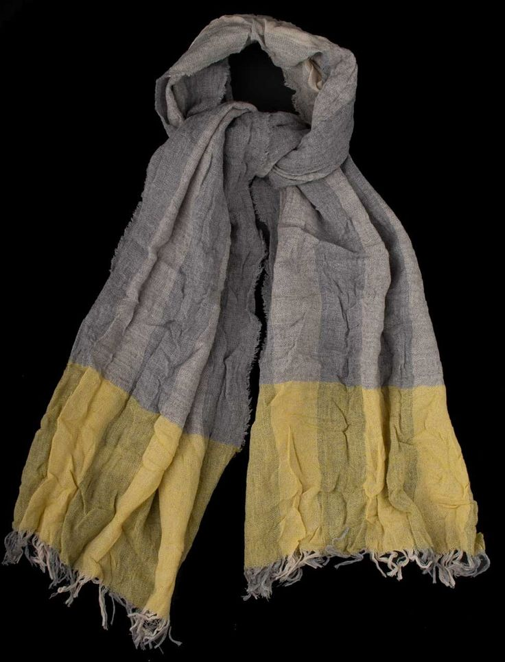 Big scarf with virgin wool. Super trendy for boys, from Il Gufo