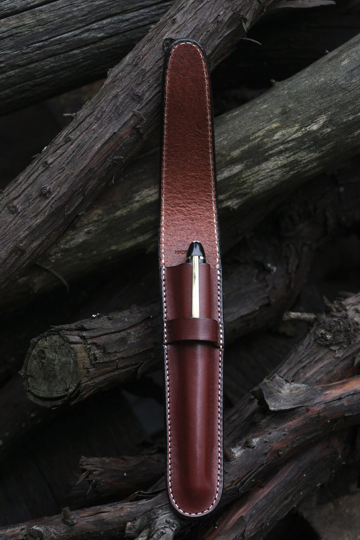 Leather Pen Case Cordovan  Veg. Tan. Nothing is as underestimated as a really good pen. And it would be stupid not to care for it!