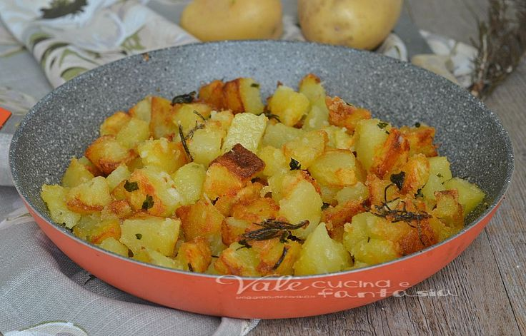 Patate infarinate in padella croccanti e veloci