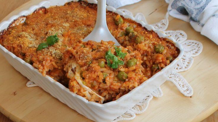 Il sartù di riso è una ricetta tipica napoletana qui rivisitata ispirandosi agli arancini siciliani con ragù piselli e mozzarella filante.Gustoso e saporito