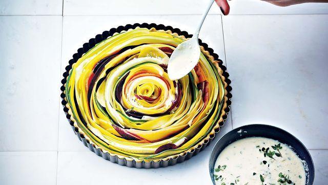 Tarte spirale de légumes colorés en tagliatelles