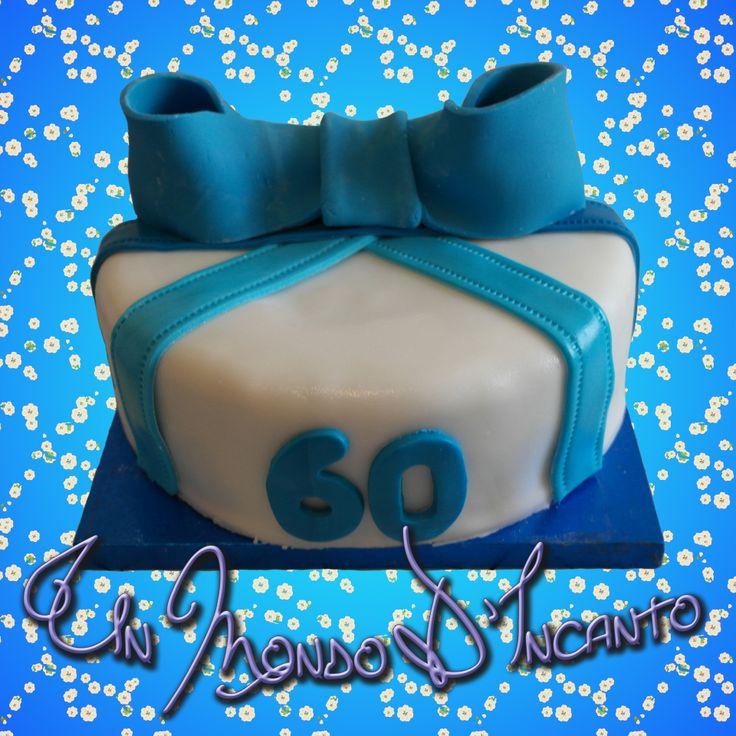 """Una piccola torta """"Semplicità"""" per i 60 anni di Giuseppe. Farcita con ganache al cioccolato, ricoperta e decorata con pasta di zucchero."""
