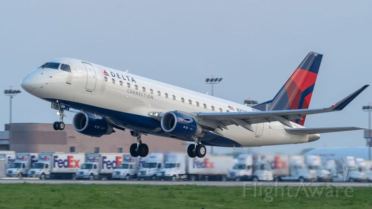 Photo of SkyWest E175 (N250SY) ✈ FlightAware | Skywest airlines, Air photo,  Passenger aircraft
