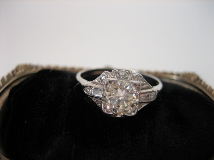 Exceptional Art Deco Diamond Engagement Ring
