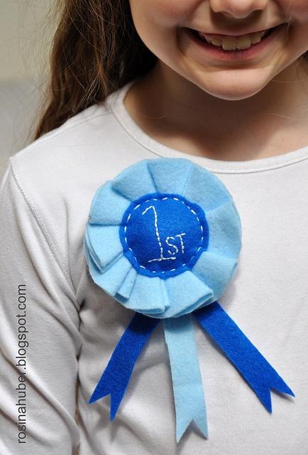 Blue Ribbon Rosette ~ Tutorial by Rosina Huber, via Flickr