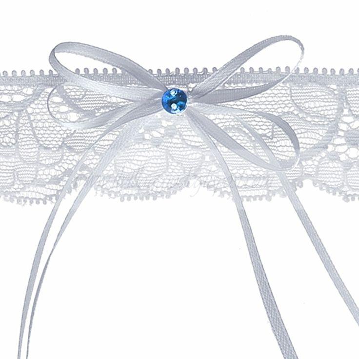 Delicata giarrettiera in pizzo, con fiocchi e brillantino blu. In vendita su: www.ilvillaggiodeglisposi.com  Gentle lace garter with blu detail and ribbons In stock: www.ilvillaggiodeglisposi.com