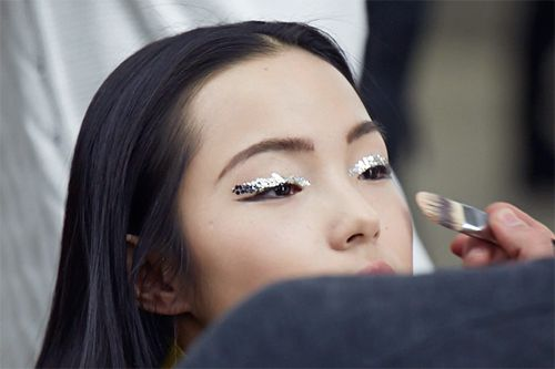 We are so down for glitter eyes, you guys.Ming Xi, Xiao Wen, Makeup, Metals Accent, Chanel Spring, Bridal Beautiful, Beautiful Blog, Spring 2013, Glitter Eye