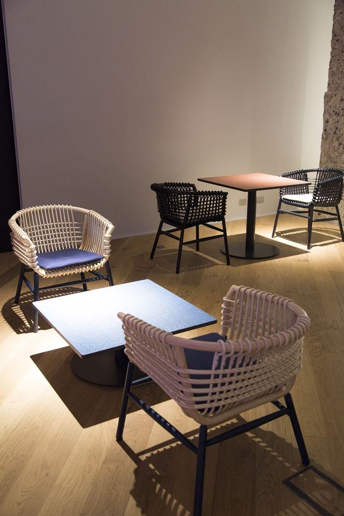 BREAK STONE _ @Cappellini sceglie nerosicilia per i top dei tavoli Break Stone.
