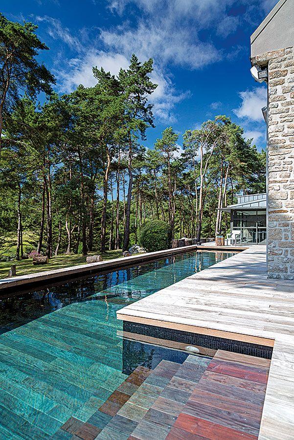 La piscine à fond mobile - Le saviez-vous ? La piscine doit être en béton armé, avoir un fond plat, des murs parfaitement verticaux, ne pas utiliser de traitement de l'eau par électrolyse ou sels (sous peine d'endommager l'inox de la structure élévatrice). Enfin elle doit nécessairement comporter un local technique.