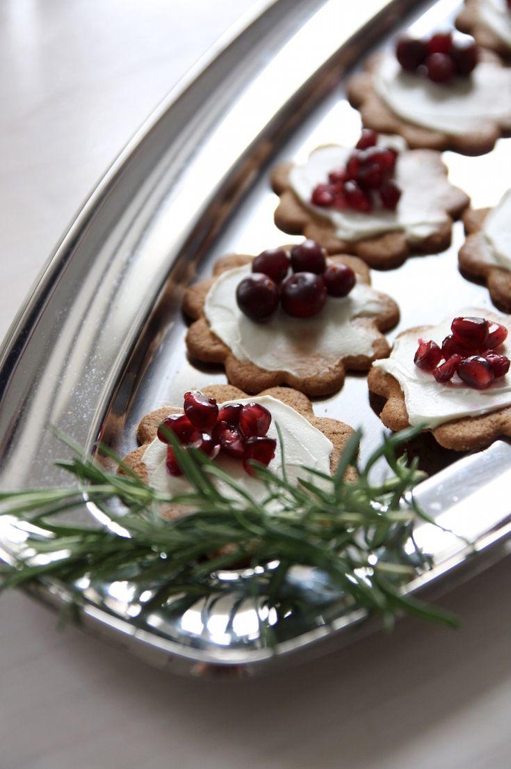 Homevialaura   pre-Christmas party and brunch   table setting   Arla-tuorejuustot