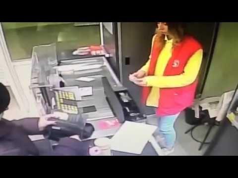 Видео гипноза на кассе в магазине пятёрочка : https://www.youtube.com/watch?v=-m8R5RykQlc&feature