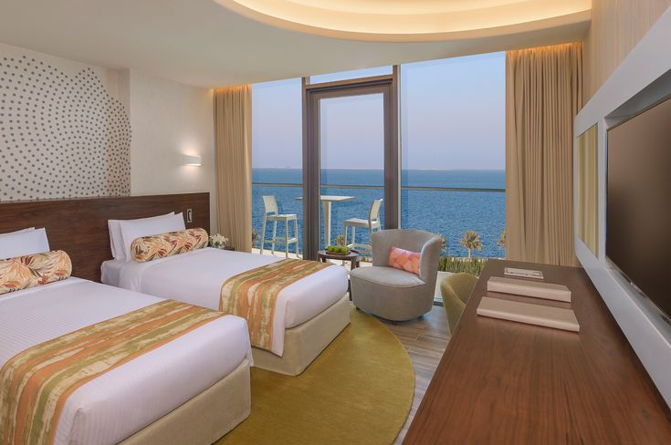 Spacious rooms, private balconies and not to forget panoramic views, is what you get when you book with The Retreat Palm Dubai. The luxury accommodation Dubai offered by this renowned luxury beach resort Dubai ensures your comfort factor is not compromised in any way.