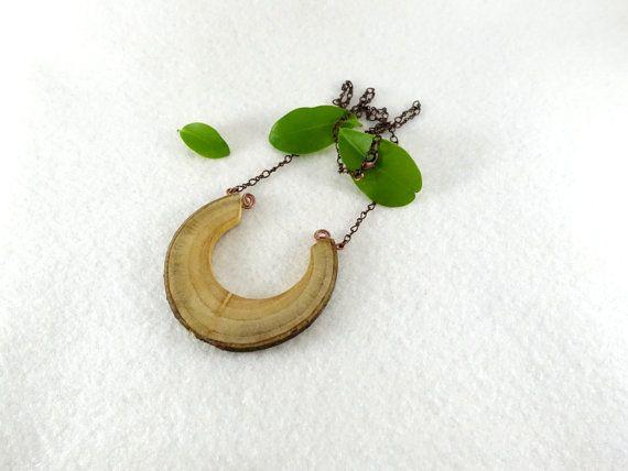 Collier en bois grand collier avec pendentif fer à par LesBoisettes