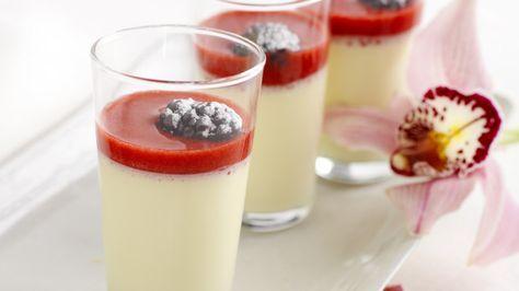 Panna Cotta med verdens beste bringebærsaus!! Nyttårsaften desserten i år.