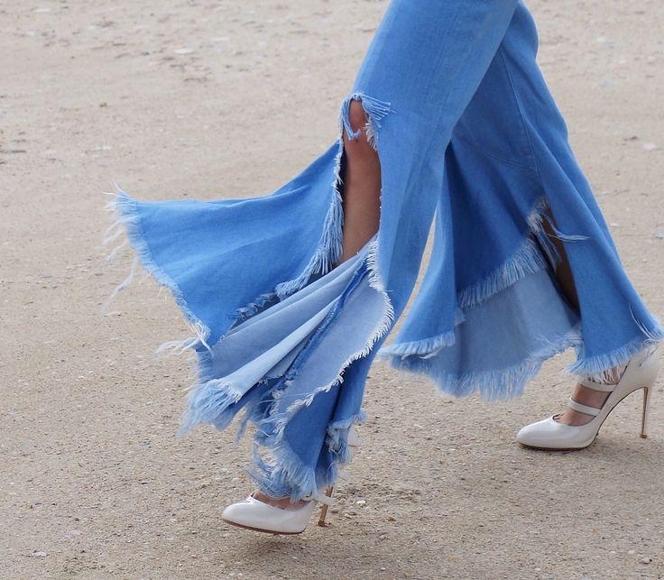 Die Fransenjeans von Marques' Almeida ist die coolste Jeans der Saison und nahezu ausverkauft. Zu Recht? Wir machen den Realitäts-Check!