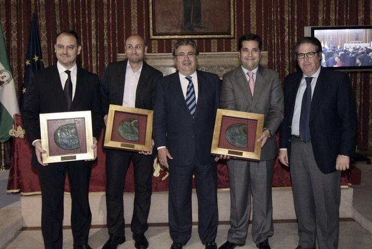 Hoy queremos felicitar a nuestro socio Tour Cofrade por haber obtenido el Premio Turismo de Sevilla, por saber enseñar de manera amena y atractiva a los turistas el patrimonio cofrade y religioso. ENHORABUENA !!