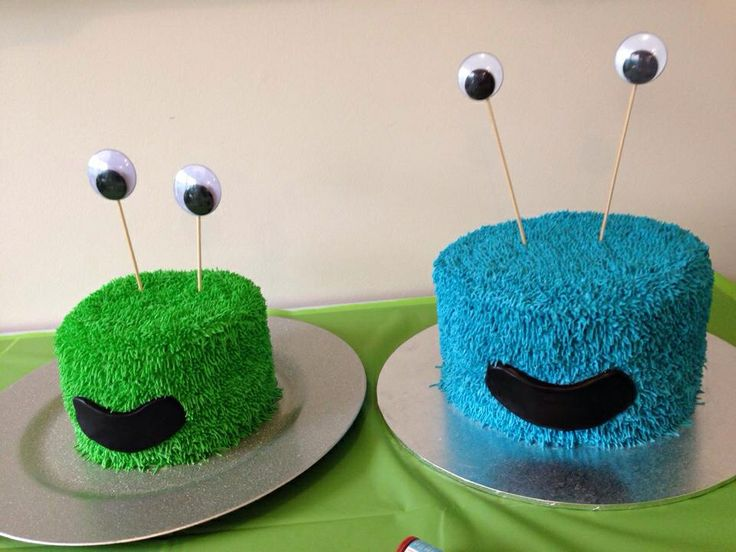 Monster Cake & Smash Cake - hairy texture done with Wilton grass tip