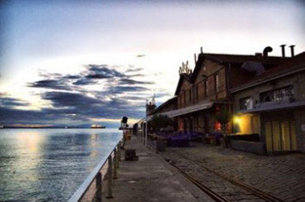 Kitchen Bar: Food and drinks,Thessaloniki Port, tel.2310502241