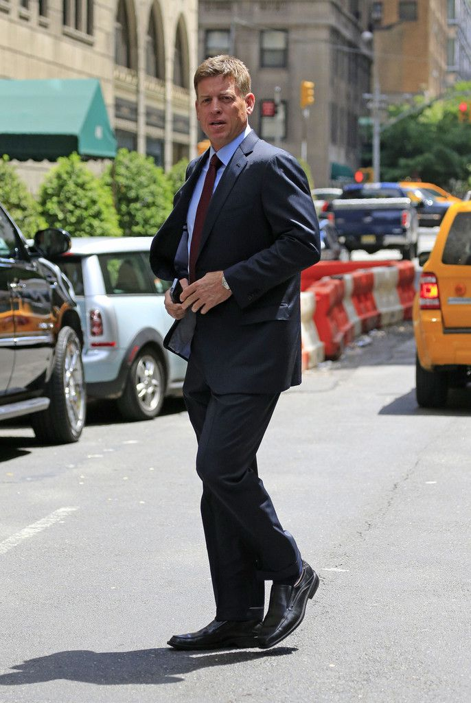Troy Aikman Photos: Troy Aikman Leaves His NYC Hotel