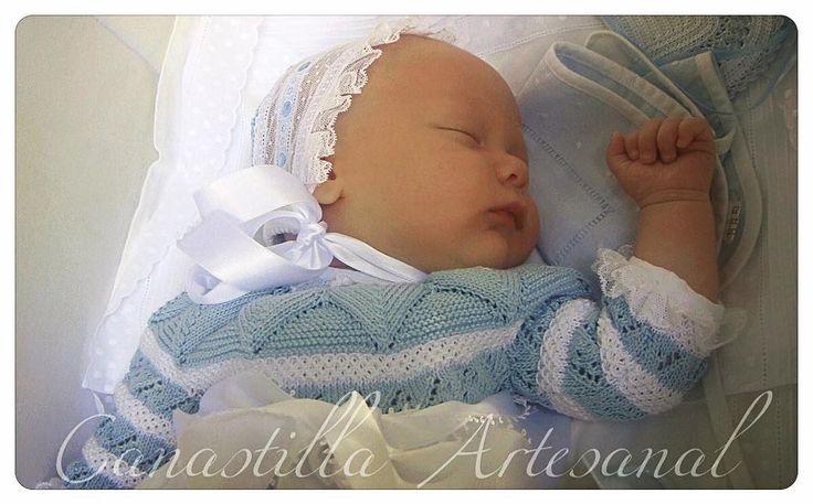 Javier luciendo el faldón Mateo ❤️ #faldon #baton #capota #bebe #baby #handmade #canastilla #canastillaartesanal