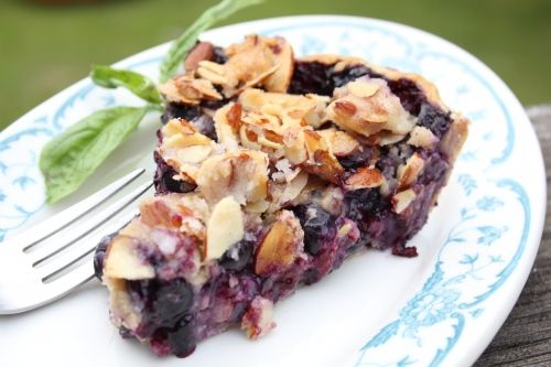 OMG. I've ALWAYS wanted to make this: Blueberry Goat Cheese Pie with Toasted Almond Topping: Cheese Pies, Chee Pies, Sweet Treats, Recipes, Blueberries Pies, Blueberries Goats, Goats Cheese, Blueberry Pies, Goat Cheese