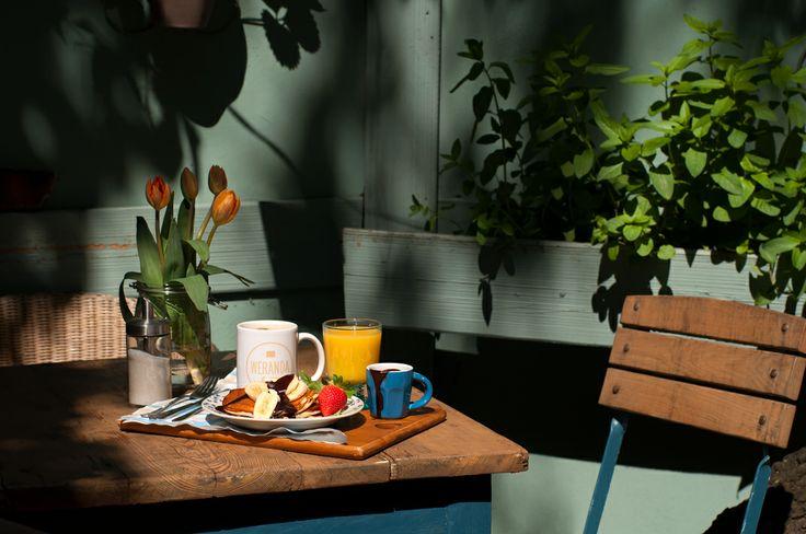 Śniadanie w ogrodzie czeka na swojego amatora.
