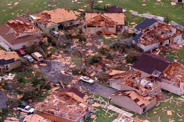 Hurricane Andrew hits Florida leaving 250,000 homeless. It's the second costliest hurricane in US history (after Katrina).