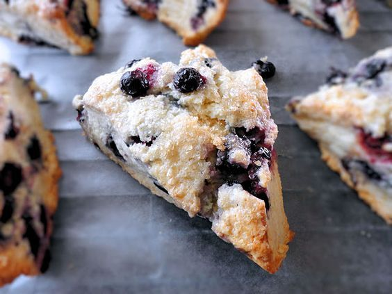 my favorite blueberry scone recipe ! easy easy!