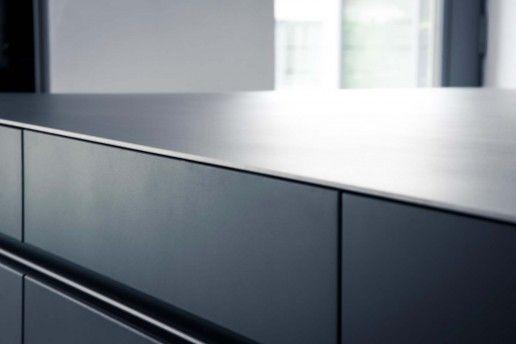 Front Matt Lack mit Arbeitsplatte Warmgewalzter Stahl - Veigl Küchen