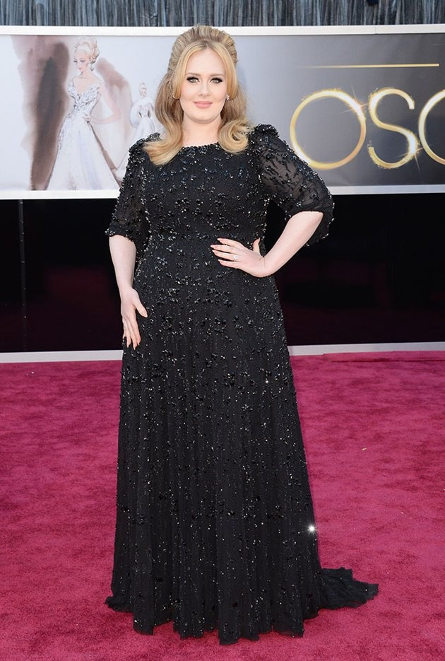 "Adele 2013 OSCARS  Grade: B+  The classy ""Skyfall"" songstress sparkled in a beaded black tulle Jenny Packham gown, which she paired with a half up, half down 'do and her signature dark eyeliner for Hollywood's big night."
