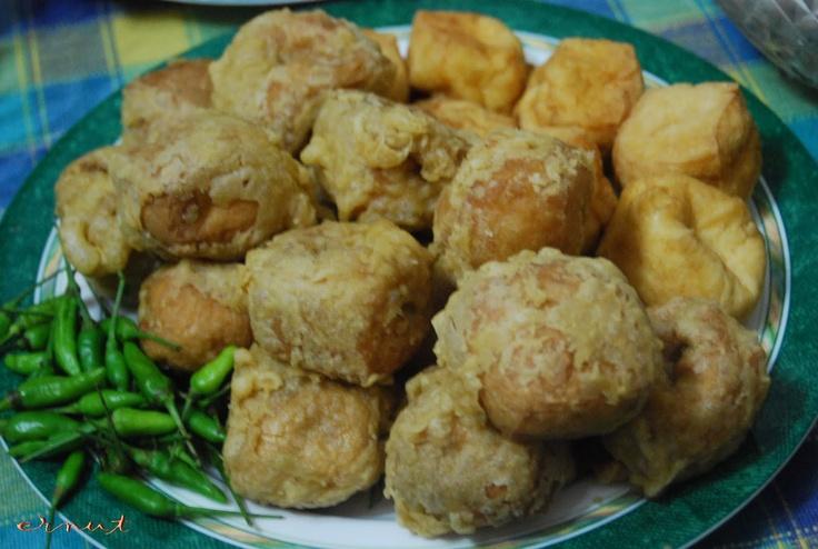 Stuffed tofu and fried tofu (tahu isi dan tahu sumedang). #IndonesianFood