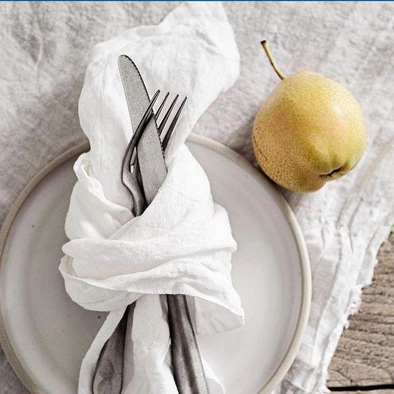 Simple gauzy napkin and tablecloth