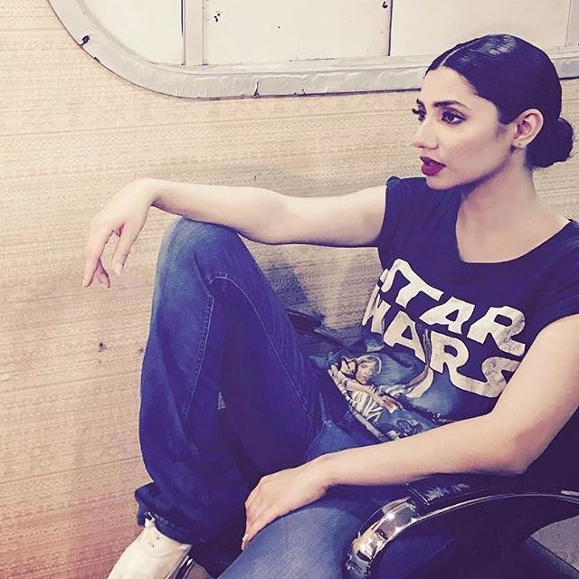 Casual posing goals a la Mahira Khan! #MahiraKhan #onewomanarmy