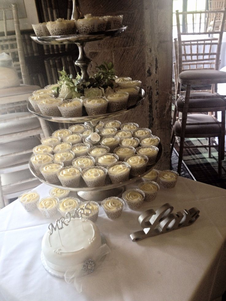 Wedding Love Vanilla and champagne cupcakes
