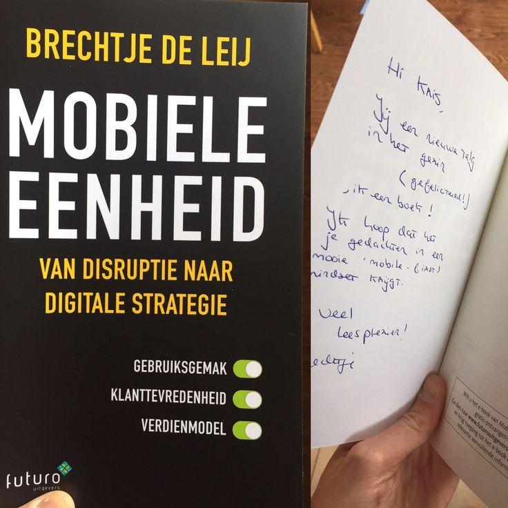 """Super, ook Kris heeft het nieuwe boek 'Mobiele Eenheid' van Brechtje de Leij ontvangen: """"Yeah! Nieuw leesvoer voor tijdens de slapeloze nachten. Met persoonlijk bericht. Dank Brechtje de Leij."""" #mobieleeenheid #brechtjedeleij #futurouitgevers"""