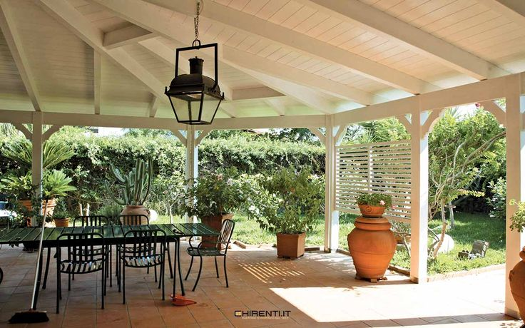 Grande copertura in legno lamellare pronta per essere chiusa con vetrate panoramiche e trasformarla in un giardino d'inverno🍀🌺🌹🏠😄... #chirenti