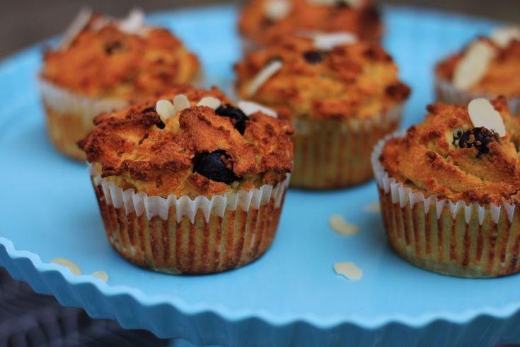 Как приготовить чернично-абрикосовые маффины с миндальной мукой :: Кулинарные рецепты