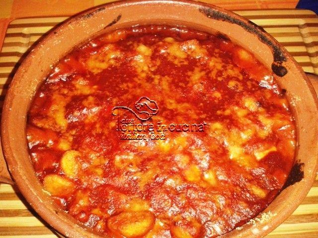 Gnocchi al ragù di salsiccia  La ricetta qui: http://www.duetortoreincucina.com/it/recipes/first-course/italiano-gnocchi-al-ragu-di-salsiccia/