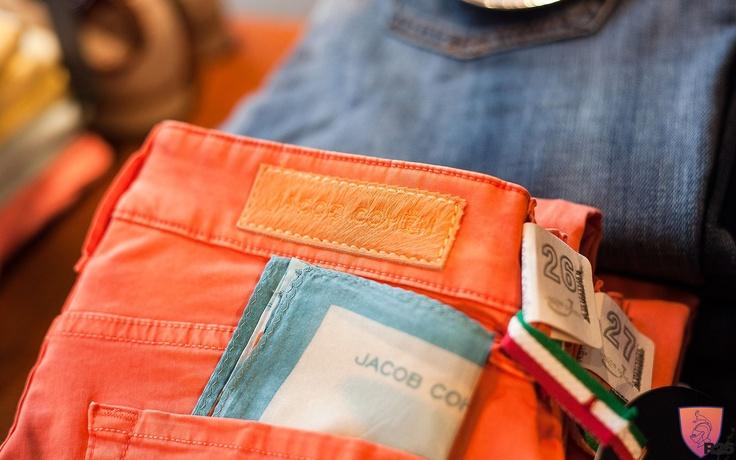 Jacob Cohen Jeans in bright Summer Colours @ www.r-25.de