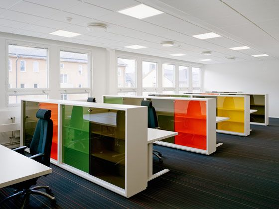 the cleanliness of the lines allows the colour to really funk up the office without compromising modern office spacesmodern office designmodern