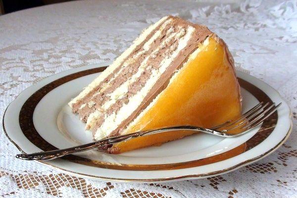 La Torta Dobos è il dolce per eccellenza ungherese. E' un dolce che comprende ben sei strati di pasta con crema al caramello. Prende il nome dal past...