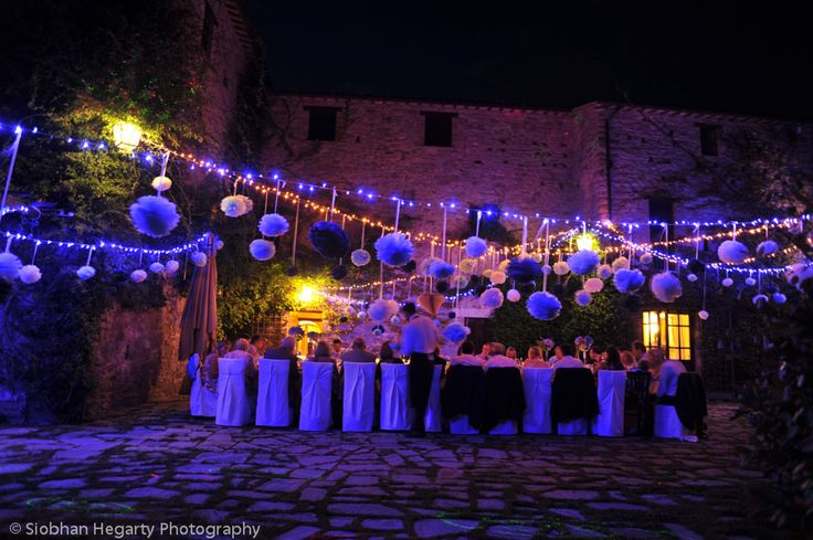 Dinning outdoors one of the joys of having a wedding in Italy. Castello di Petrata Assisi Italy.
