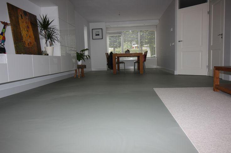 Een groen-grijze PU gietvloer door Vloer & Zo. Project in Heemskerk.