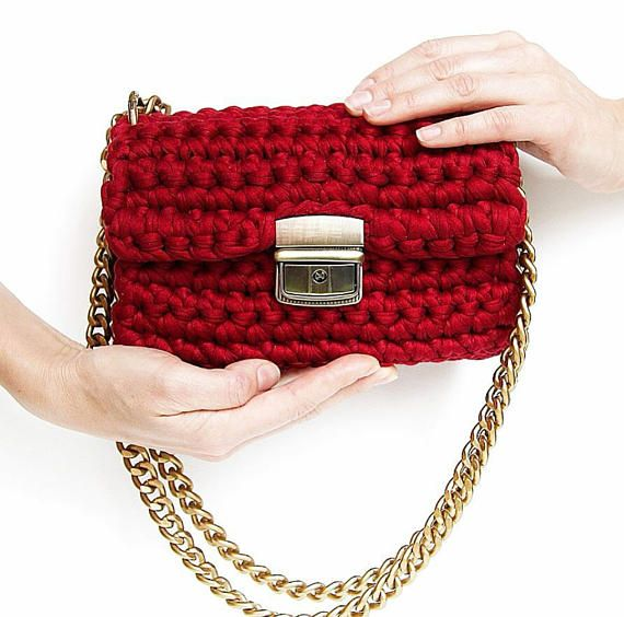 Red classic structured shape crossbody bag  Red chain-link