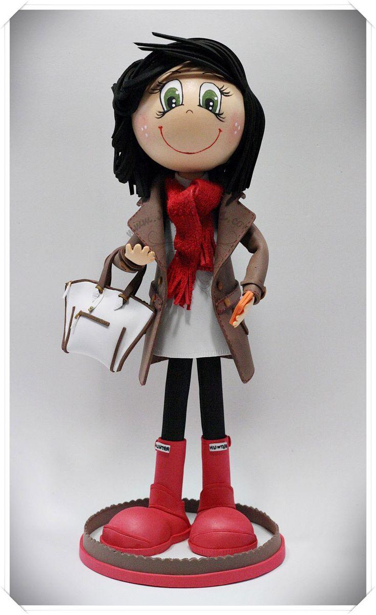 Fofucha personalizada con bufanda, abrigo, bolso, móvil y botas hunter