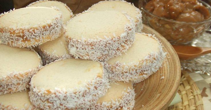 Fabulosa receta para Alfajores de maicena argentinos . Esta es mi receta particular de los famosos alfajores de maicena argentinos que llevo…