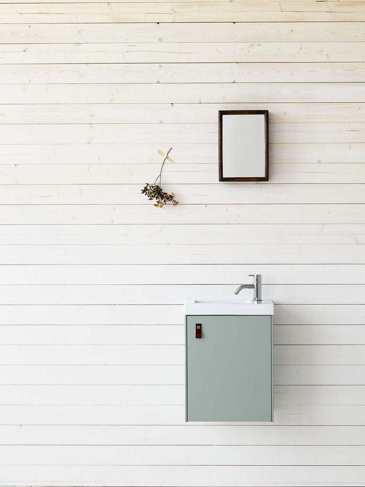Ballingslöv - Badrumsskåp i serien Compact i färgen mintgrön. För dig med mindre badrum.